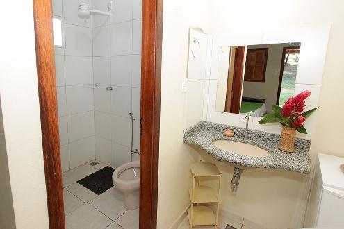 Banheiro da suíte do chalé